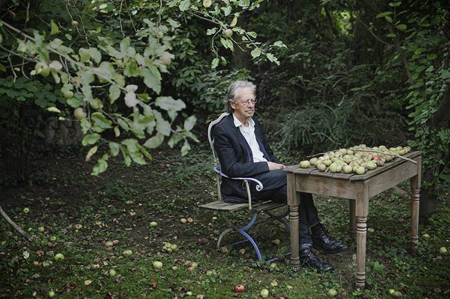 Peter Handke dans son jardin. Photo : Hampus Lundgren (2014)